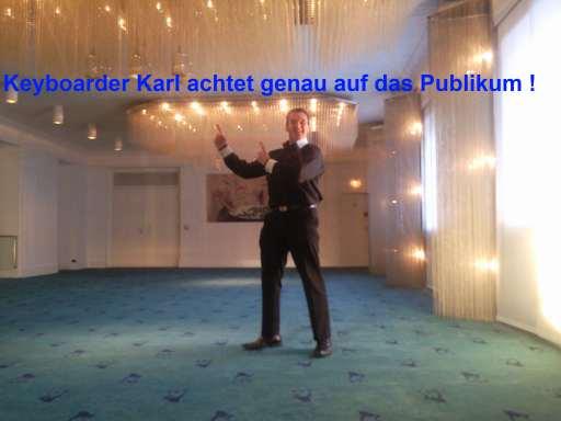 Alleinunterhalter NRW Keyboarder karl beachtet als DJ Nrw und Live Musiker Nrw genau die Wünsche des Publikums und passt sich individuell den Wünschen der Gastgeber an